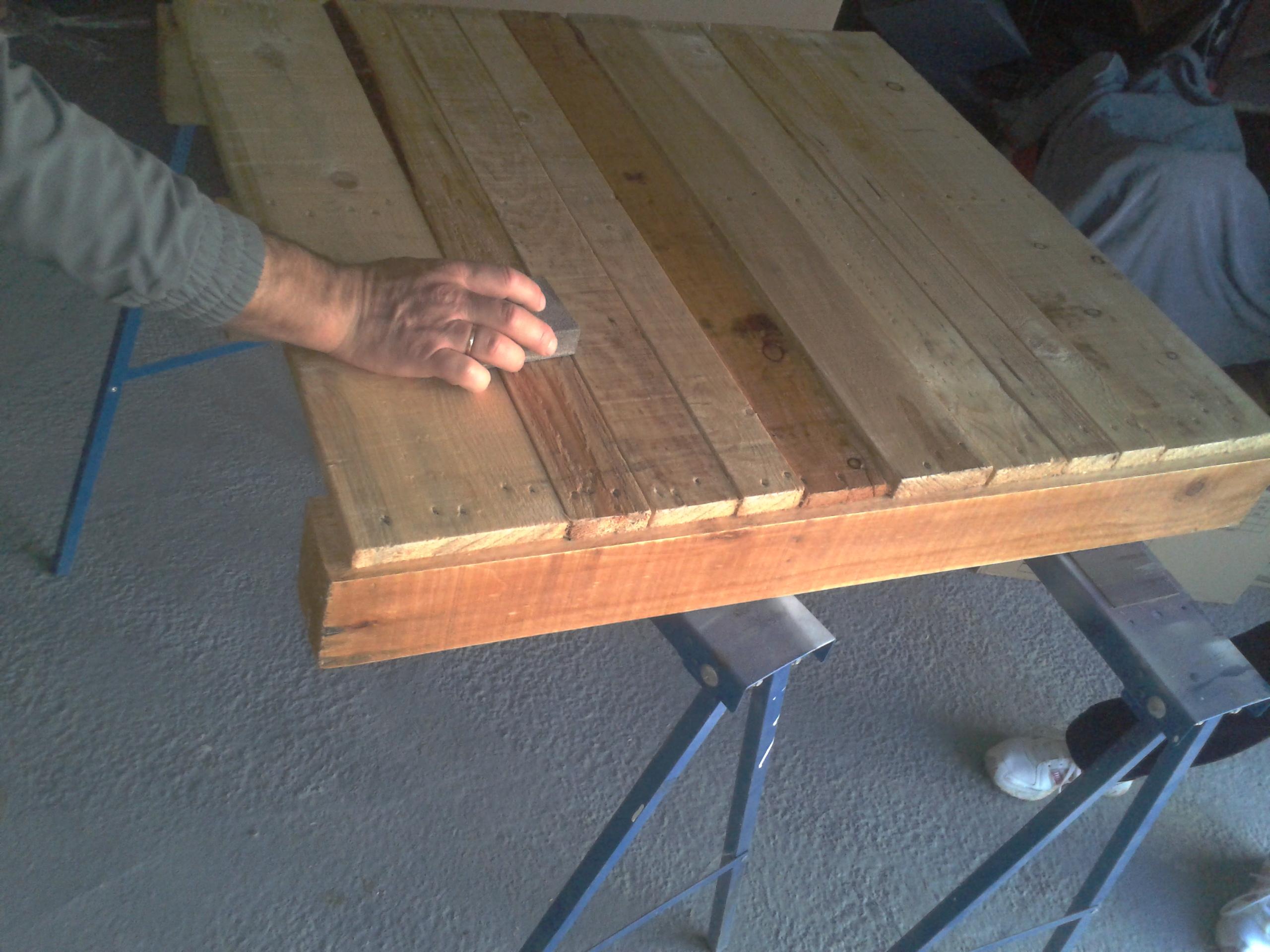 C Mo Transformar Un Palet En Un Pr Ctico Mueble Melopinto Com # Muebles Con Paletas De Madera